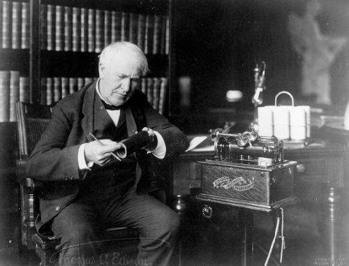 Edison_Holding_Record_with_Edison_Business_Phonograph_EHS_14645001