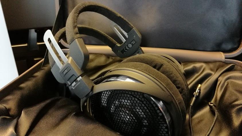 Az Audio-Technica ATH-ADX5000 nyitott karakterisztikájú fejhallgató  kivitelezésében a különleges anyagokon túl 94d36950f8