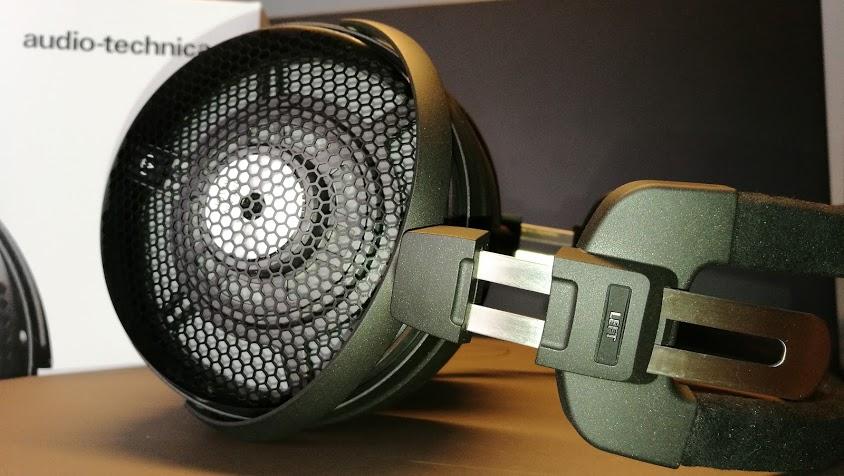 Az akusztikus átalakító a fülkagylón belül optimális hangolási helyzetben  van 95468642c1